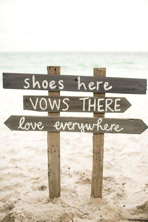 Beach Wedding Sign, photo from Weddingomania